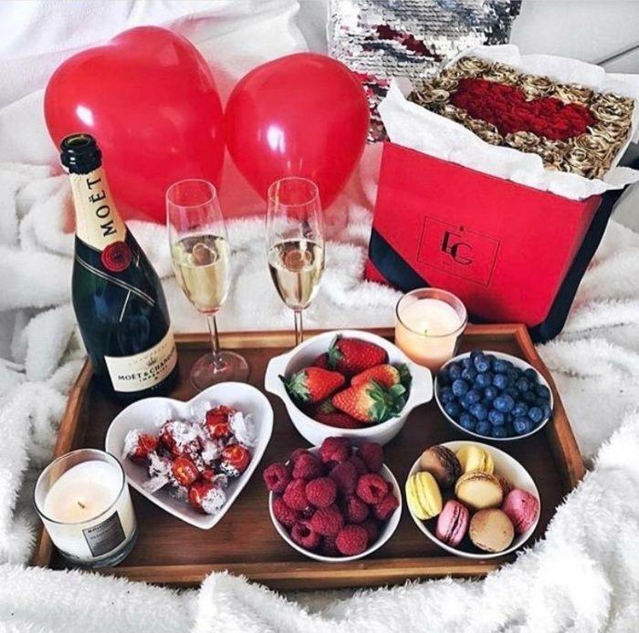 1001 Ideas Para Sorprender A Tu Pareja En El Día De San Valentín Comida Romántica Decoracion Cena Romantica Desayuno Romántico