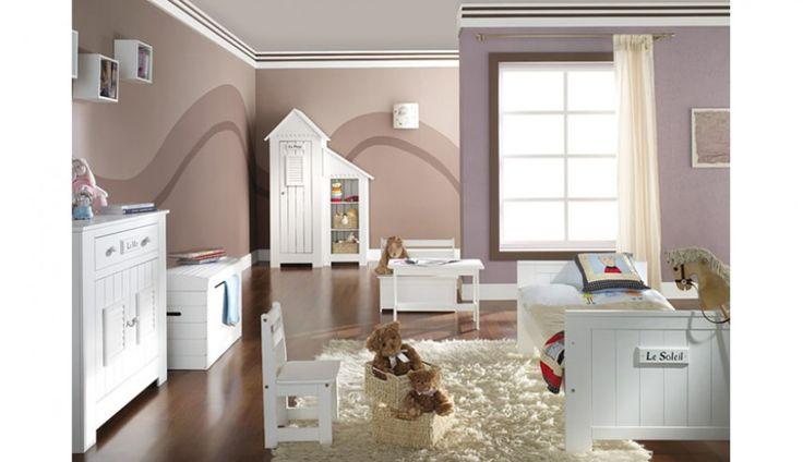 Kolekcja mebli młodzieżowych Marsylia swoim stylem nawiązuje do francuskich domków plażowych. Wyjątkowego uroku całej kolekcji dodają niewielkie tabliczki z dekorami w języku francuskim. Polecamy ;)
