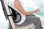Gi ryggen din ekstra støtte samtidig som holdningen forbedres. Bedre sittestilling avlaster og retter opp ryggsøylen. Etter å ha lent deg tilbake mot puten i noen sekunder merker du raskt hvor behagelig det er. Puten passer alle stoler og festes enkelt med en stropp bak stolryggen. Luften sirkuleres bak puten slik at man ikke blir klam når man lener seg mot den.
