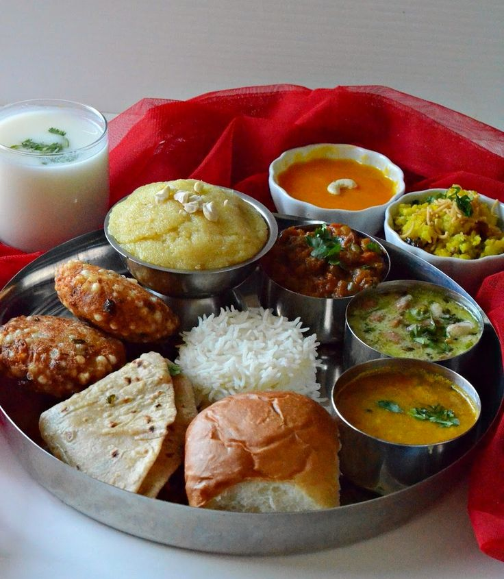 Maharashtrian Thali Maharashtrian cuisine is characterized by mildly spicy food. It usually features a few non-veg items and the dishes actually vary in different parts of Maharashtra. With sweets like aamras and sheera, the thali is certinaly not lacking when it comes to desserts.  Maharashtrian thali automatically goes up by a level. Then you have your sabudaana vada,  a refreshing glass of mattha, kanda poha, danyachi usal and the awesome pav bhaji, which rounds up this spectacular…