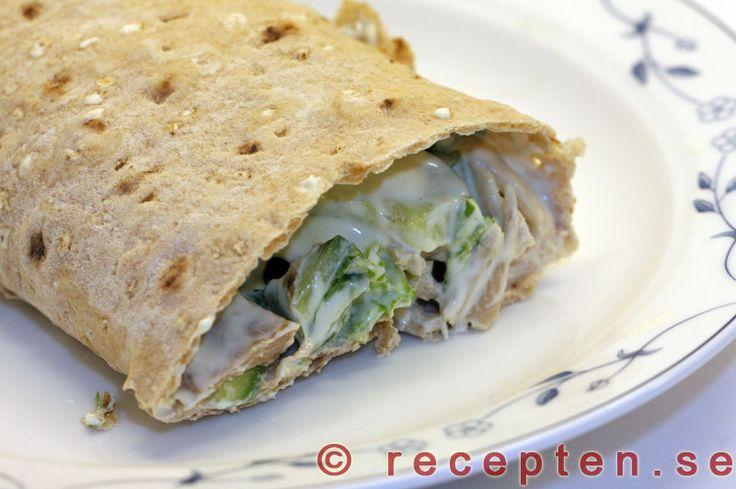 Kalkonwraps - Recept på kalkonwraps. Gott och enkelt med kalkonkött i tunnbrödsrulle. Går även att göra med skinka eller kycklingkött.