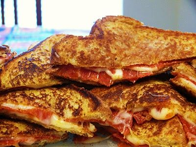 Pizza Grilled Cheese: 4 slices of bread buttered, 4 slices of mozzarella cheese, pepperoni, Italian seasoning or basil, Parmesan cheese, pizza sauce for dipping.