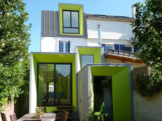Une maison vert pomme à lextérieur comme à lintérieur