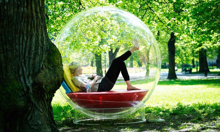 Precisava de uma dessa!! Sofá/Cama para os dias em que você gostaria de ficar numa bolha