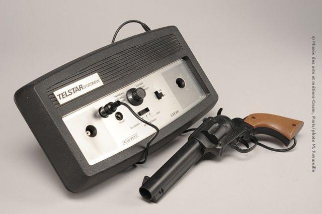 Console de jeu Telstar Sportsman et ses périphériques (2 manettes et un pistolet), Coleco, env. 1977 - ©Musée des arts et métiers-Cnam, Paris/photo M. Favareille