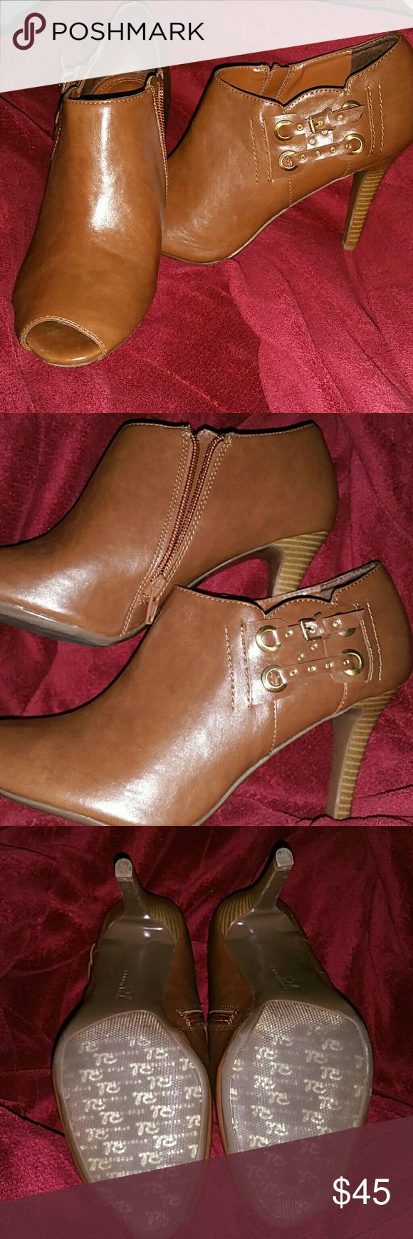 "Brown Peeptoe Booties, Size 10 📣📣📣PLEASE READ📣📣📣 🛍 Current price is FIRM. Discounts available when you bundle!  🛍 All items from smoke-free, pet-free home.  🛍 I do NOT do trades, please don't ask.   Previously loved heels. These are in amazing condition, only worn a handful of times. Heel is approximately 3.5-4"". Studio Paolo Shoes Ankle Boots & Booties"