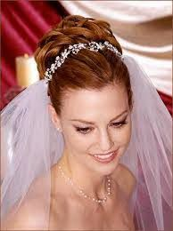 Afbeeldingsresultaat voor bruidskapsels lang haar half opgestoken en sluier