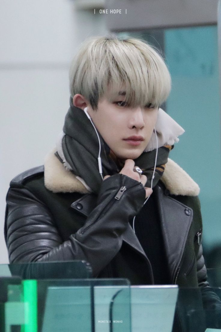 Wonho. I've said it once, I'll say it again: leather jackets are my weakness!!!