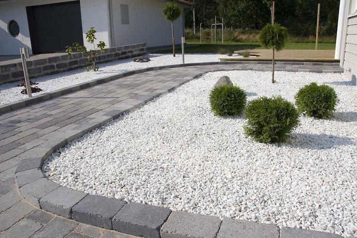 stenplattor i trädgården