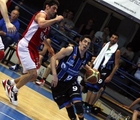 Tommaso Milani in azione nella vittoria contro Chieti