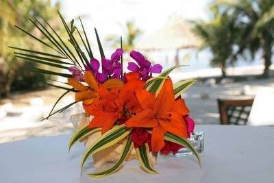 tropical wedding centerpieces with sand | beach wedding here are some beautiful beach wedding centerpieces ...