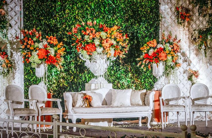 Gardening Orange by Mawarprada Wedding Decoration #mawarprada #dekorasi #pernikahan #orange #garden #botanical #elegance #modern #pelaminan #wedding #decoration #granmahakam #jakarta more info: T.0817 015 0406 E. info@mawarprada.com www.mawarprada.com