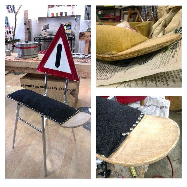 Chaise réalisée à partir d'un skate, d'un panneau de signalisation et d'un piétement de chaise, tout cela provenant de la récup'. Le P'tit Baz'art http://lepetitbazart.com/