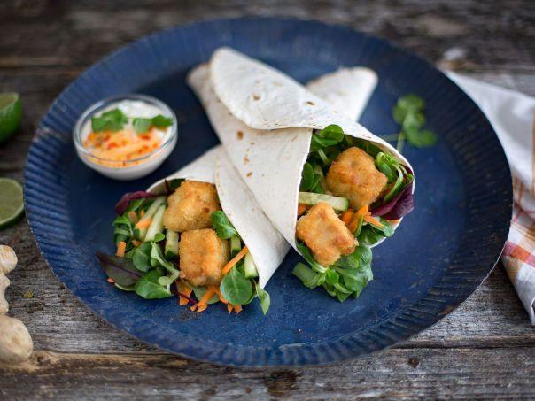 Wrap med torskenuggets og asiatisk dressing