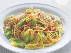 山本 麗子 さんのスパゲッティを使った「春キャベツのシンプルパスタ」。春キャベツの甘みを存分に楽しめるパスタ。ベーコンを脂が出るまでいためて、うまみを十分に引き出すのがおいしく仕上げるコツ。 NHK「きょうの料理」で放送された料理レシピや献立が満載。