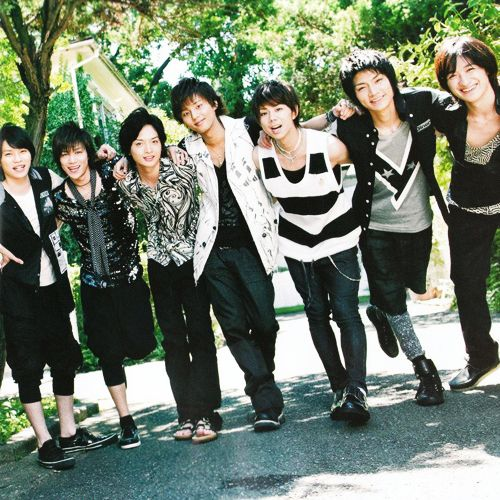 """Johnny's group Kis-My-Ft2's song """"Shake It Up"""" has recently been leaked on the internet. The song """"Shake It Up"""" is the opening theme song for the NTV drama """"Shiritsu Bakaleya Koukou"""" and features the Johnny's Entertainment's actor and singer Morimoto Shintaro and AKB48 member Shimazaki Haruka. The"""