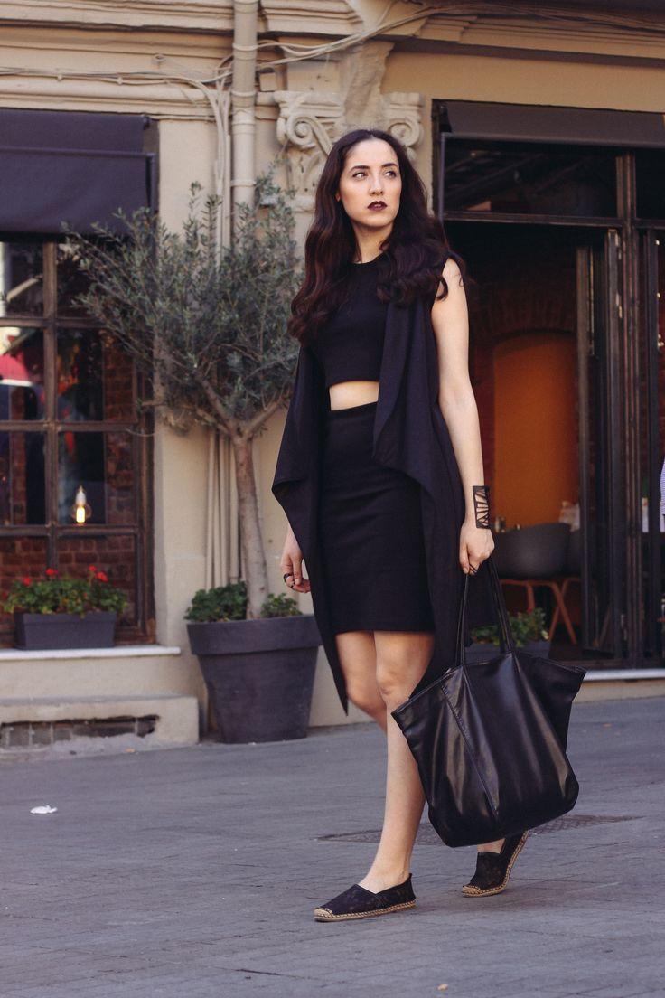 http://gulsahciftci.tumblr.com/post/123202238212/woman-in-black