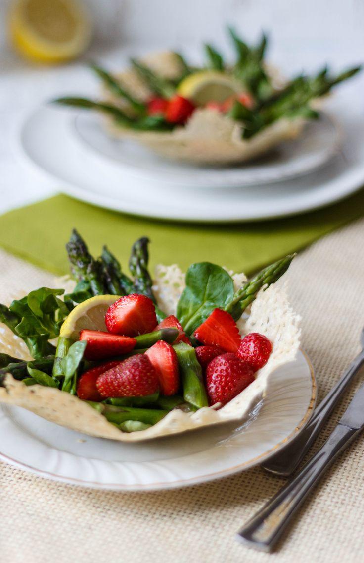 Essen und trinken spargel erdbeer salat