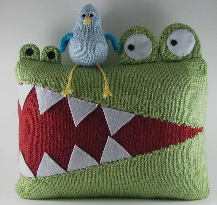 Hungry Alligator Pillow - diy pillow craft pattern - so cute! Fun child room nursery decor