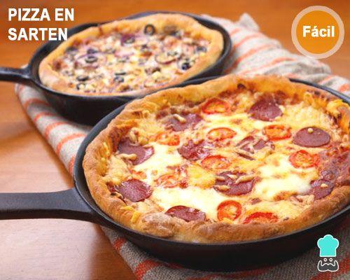 Pizza de queso y peperoni en la sartén