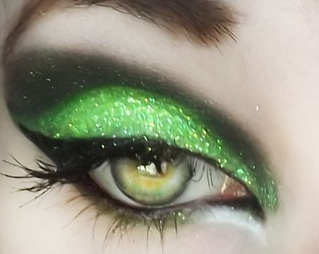 Hello my name is GLITTER! https://www.makeupbee.com/look_Hello-my-name-is-GLITTER_23151