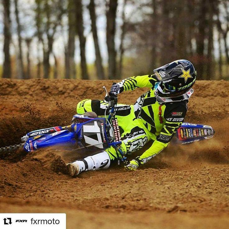 Mukavan värikäs kokonaisuus!  Tämäkin ajopuku  http://ift.tt/1rFEx1e #fxr #motocross #ajoasu #drivos_com #drive_with_us  #Repost @fxrmoto with @repostapp  Dragging your grip in the corner! Not that easy! @dylanwright539 @mx101racing @yamahamotorcanada @ride100percent @atlasbrace @6dhelmets @formabootsusa @ridedunlop @mddistributions #moto #motocross #motolife #style #fxrmoto #clutch  @lissimorephoto