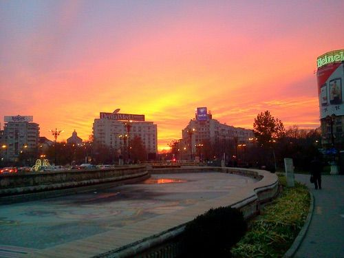 Imagine prin We Heart It #awesome #beautiful #bucharest #city #evening #landscape #pinksky #sunset