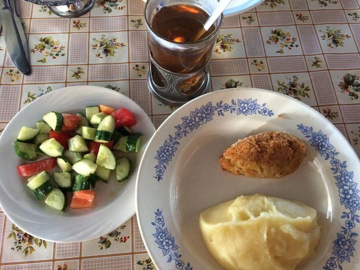 #nextcampвсмоленске #ужин #детямвкусно #детямполезно Сегодня у нас на ужин наивкуснейшая картошка с котлетой и очень питательный салат