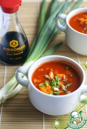 Быстрый китайский томатный суп с яйцом       Помидор (мясистые сладкие) — 5 шт     Яйцо — 2 шт     Имбирь (свежий корень) — 1 шт     Лук зеленый — 1 горст.     Томаты в собственном соку (перетертые) — 200 г     Соевый соус — 3 ст. л.     Масло растительное — 2 ст. л.     Перец чили (свежий или хлопья) — 1 ч. л.     Перец черный (по вкусу)