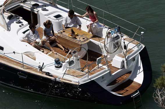 Geniet van de luxe tijdens een dag zeilen met een prestige zeiljacht op Rhodos | Enjoy the luxury while sailing with a prestige sailingyacht in Rhodes | Sail in Greece Rhodes | sail-in-greece.net