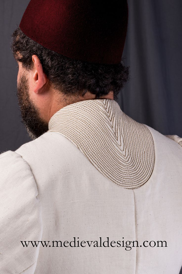 Detail of the collar: 1450-1475 doublet by www.medievaldesign.com