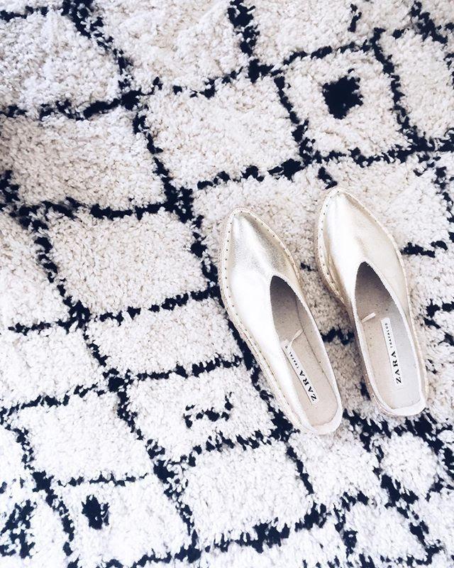 Trop hâte que les températures remontent pour porter ces petites merveilles 🙌🏻💛 ............#new #shoes #blog #blogger #happy #iger #goodvibes #igstyle #pic #picture #instapic #ig #paris #igers #zara #gold #lifestyle #mystyle #fashiondiaries #daily #dailypic #instadaily #instagood #frenchblogger #outfit #details #favorite #espadrilles #mood