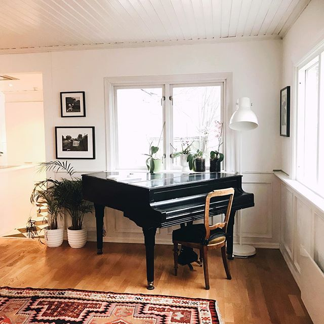 Still coughing after the flu - so another day relaxing at home 🖤 We got this grand piano from my friend. It looks better than it sounds 🤣 but it's perfect for the boys to play on 🎼 . . . #followme #industrialdesign #FF #instafollow, #l4l #followback #industrialdesign #plantlife #weekends #basementremodel #renovations #bonytt #boligpluss #boligmagasinet #scandinaviandesign #scandinavianstyle #nordicnoir #nordiskehjem #nordichome #follow4follow #interiordesign #interior…