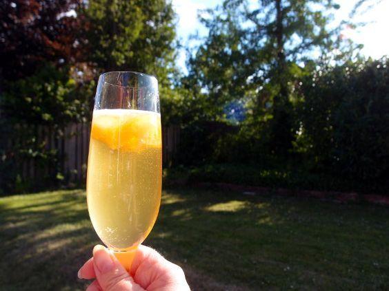 ananasdrink, Flirtini, drink, ananas, ananasjuice, mousserende vin, vodka, Cointreau, appelsinlikør