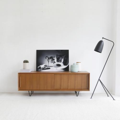 "TV Dressoir ""Oskar"" in teak (150cm) @ Furnified - €379,99"