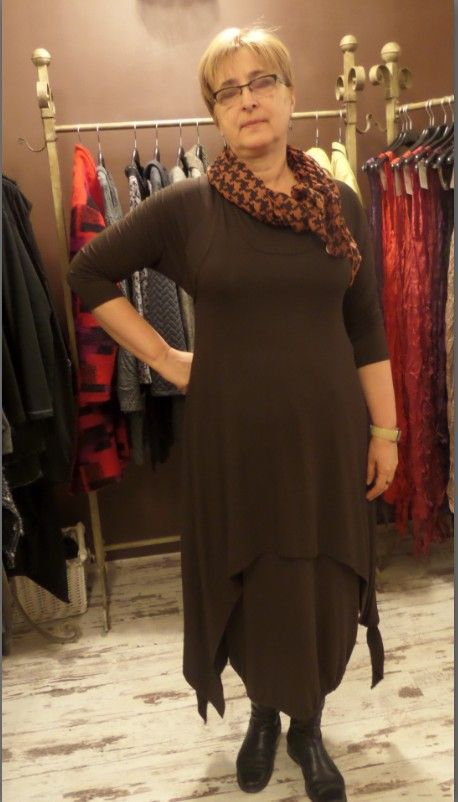 Üzlet: HOME BAZAAR- len és tervezői ruhák Budapest, VII.kerület, Kazinczy utca 6/a. 1-escsengő www.facebook.com/... Online rendelés IS!El kel küldened a kiválasztott ruha képét a zsoka@homebazaar.... a centis méreteiddel és a tel.számoddal -felhívlak,vagy megírom az árat!