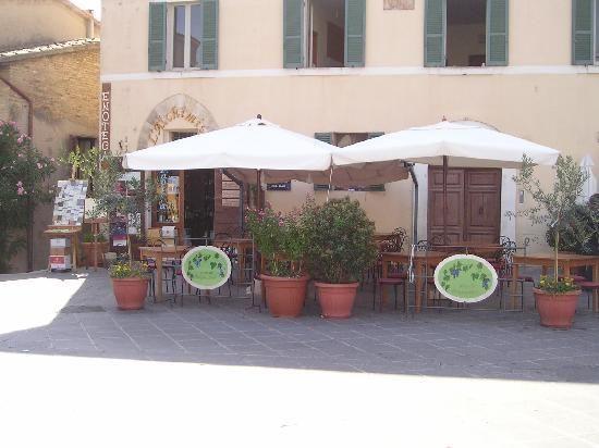 L'Alchimista Restaurant  piazza del Comune 14, Montefalco, Italy 0742378558