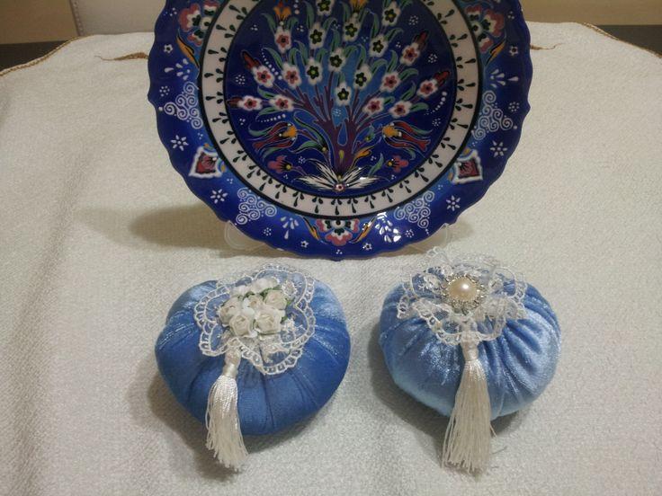Lavanta kokulu çiçek ve inci detaylı mavi kadife keseler