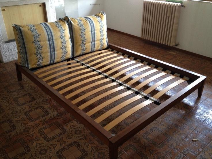 Letto matrimoniale color ciliegio con spalliera composta da nr 2 cuscini di cui si dispongono 2 - Spalliera letto con cuscini ...