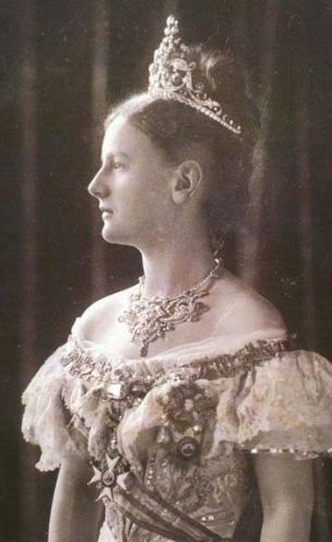 Queen Wilhemina in the sapphire parure, 1898