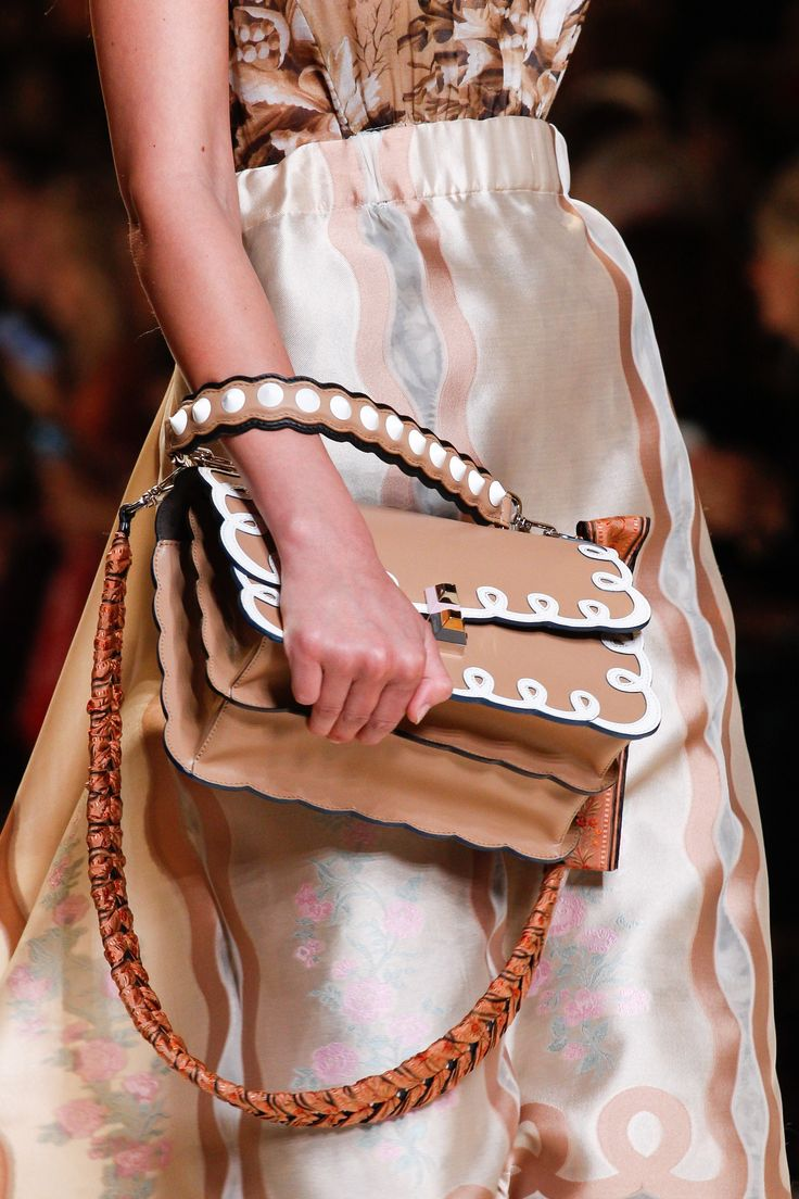 Fendi Spring 2017 Ready-to-Wear Accessories Photos - Vogue