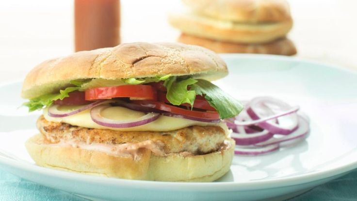 Oppskrift på Kyllingburger med salat