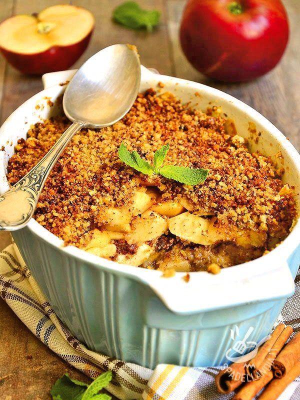 Il Crumble di mele e frutta secca: una versione ricca e golosa del tradizionale dolce inglese servito anche in eleganti terrine monoporzione. Squisito!