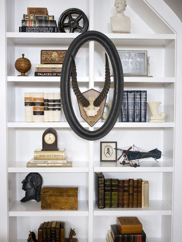 Decorating Tips for Shelves and BookcasesDecor Shelves, Bookshelves, Bookcases Style, Decor Tips, Bookshelf Design, Empty Frames, Living Room, Bookcas Style, Bookshelf Style