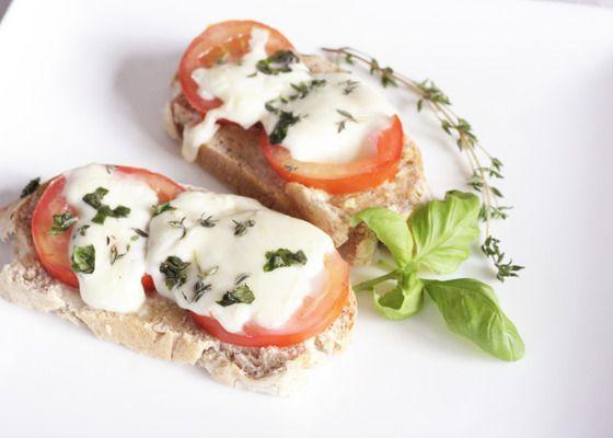 Gegrild stokbrood met tomaat en mozzarella