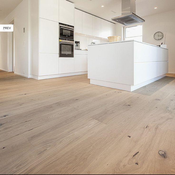 Küche, heller Parkettboden