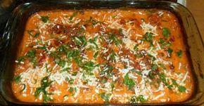 INGREDIENTES 500 g de filé de peixe (a sua escolha) 1 lata de molho de tomate 1 pote de requeijão 1 colher de sopa de queijo ralado MODO DE PREPARO Tempere o peixe com alho e limão, coloque - os num refratário Coloque o requeijão Em cima do requeijão, adicione o molho de tomate e s