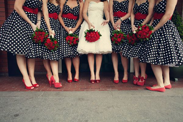 2.mariage-retro-annees-50-mariee-avec-demoiselles-d-honneur