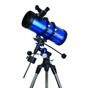 Meade Telescópio N 127/1000 Polaris EQ - Os telescópios Polaris de Meade oferecer a um preço muito bom pequenas óptica em uma montagem equatorial, assim uma montagem, na au um eixo a Estrela Polar está alinhada. Através deste alinhamento, você deve virar o telescópio sobre apenas um eixo para compensar o movimento do céu. Esse monitoramento é feito à mão com veios flexíveis ou com um pequeno motor, que você pode comprar como um acessório opcional.