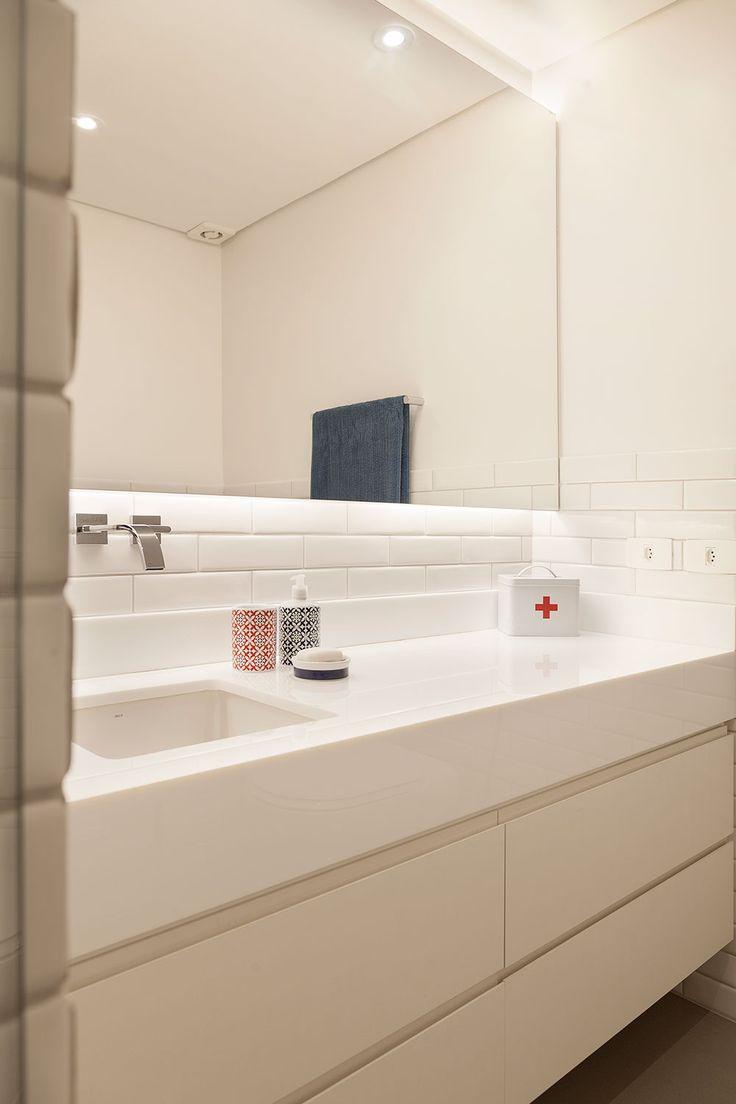 Uma decoração que gira em torno da cozinha: http://www.casadevalentina.com.br/blog/open-house-paula-weber/ -----------------------------------  The decor that revolves around the kitchen: http://www.casadevalentina.com.br/blog/open-house-paula-weber/